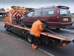 Breakdown-vehicle-recovering-a-car-to-PAS-43-standards